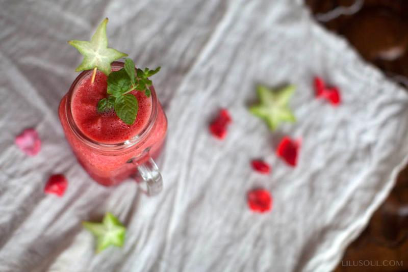 Арбузный сок с мятой и карамболой